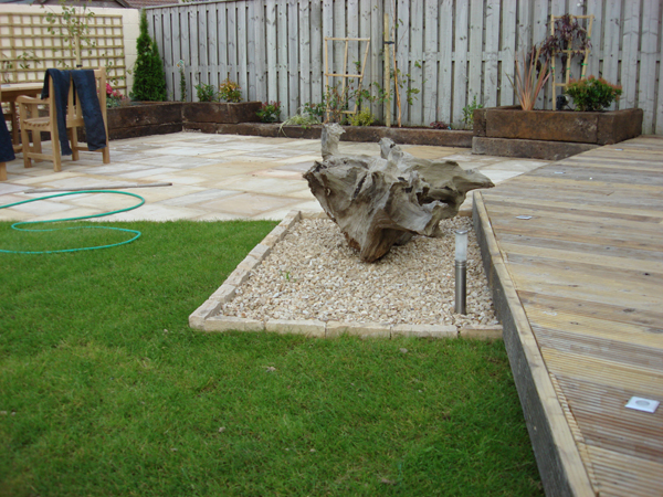Greenacres landscapes garden and landscape design for Garden decking features